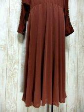 画像9: ドルマンライン ブラウン ウエストゴム レトロ 長袖 ヨーロッパ古着 ヴィンテージドレス 【6201】 (9)
