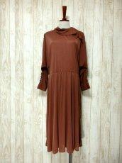 画像2: ドルマンライン ブラウン ウエストゴム レトロ 長袖 ヨーロッパ古着 ヴィンテージドレス 【6201】 (2)