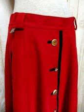 画像2: ハッと目を引くRed Collar ウッド調ボタン×ハートボタン装飾 シンプルながらもこだわりあり チロルスカート ドイツ民族衣装 舞台 演劇 演奏会 フォークダンス オクトーバーフェスト 【6275】 (2)
