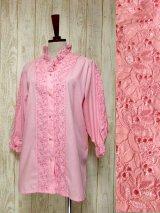 チロルブラウス お花刺繍 フリル襟 レース ピンク ヨーロッパ古着 ガーリー クラシカル