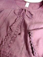 画像9: ふんわりシルエット 刺繍 レース装飾 首元リボン ヨーロッパ古着 長袖 シャツ ヴィンテージトップス【6290】 (9)
