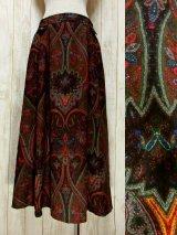 ☆ ヨーロッパ古着 フォークロアプリントが素晴らしい♪ ウッド調ボタン装飾!! 大人クラシカルなチロルスカート ☆