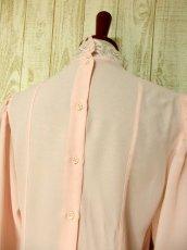 画像6: ヨーロッパ古着 上品で淡いPink Collar♪贅沢に使われた透け感のあるお花レース×レトロバックボタンデザイン!!レトロクラシカルなヴィンテージブラウス (6)