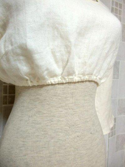 画像2: ショート丈 オフホワイト シンプルでスッキリとした雰囲気 ディアンドル ヴィンテージブラウス ドイツ民族衣装 舞台 演奏会 フォークダンス オクトーバーフェスト【6373】