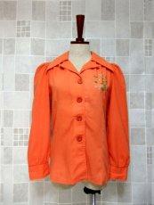 画像2: ワンポイントお花刺繍が素敵 Orange Collar レトロフォークロア ヨーロッパ古着 ヴィンテージ刺繍ブラウス【6372】 (2)