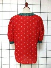 画像5: 小花柄 レッド グリーン 切り替えし ハート型ボタン 花型ボタン ガーリー ディアンドル チロルブラウス ドイツ民族衣装 舞台 演奏会 フォークダンス オクトーバーフェスト 【6386】 (5)