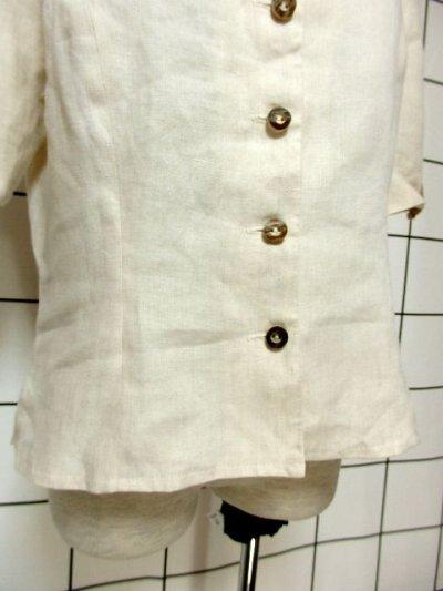 画像2: オーストリア製 ふんわり袖 ウッド調ボタンが可愛い 首元リボン ヨーロッパ古着 ヴィンテージブラウス【6398】