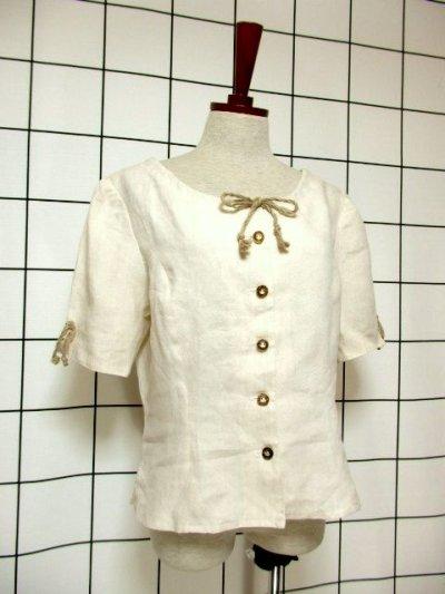 画像1: オーストリア製 ふんわり袖 ウッド調ボタンが可愛い 首元リボン ヨーロッパ古着 ヴィンテージブラウス【6398】