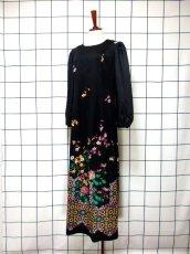 画像2: サイケ 幾何学柄 花柄 70's ブラック 衣装やパーティースタイルにも レトロ 長袖 ヨーロッパ古着 ヴィンテージドレス 【6450】 (2)