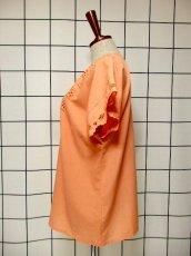 画像6: ☆ ヨーロッパ古着 上品コーラルカラー★お花刺繍装飾×フロントボタンが可愛らしい!!ヴィンテージブラウス ☆ (6)