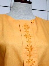 画像3: 刺繍装飾 内ボタンデザイン  レトロ 国産古着 半袖 シャツ ヴィンテージブラウス【6485】 (3)