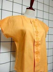 画像4: 刺繍装飾 内ボタンデザイン  レトロ 国産古着 半袖 シャツ ヴィンテージブラウス【6485】 (4)