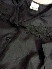 画像9: 大きな襟 カットワークデザイン ブラック パフスリーブクラシカル ディアンドル チロルブラウス ドイツ民族衣装 舞台 演奏会 フォークダンス オクトーバーフェスト 【6517】 (9)