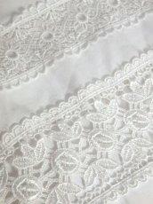 画像11: 贅沢なフラワーレース使いが素晴らしい ヨーロッパ古着 ヴィンテージホワイトブラウス【6557】 (11)