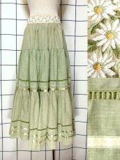 画像1: 花刺繍 グリーン リボンテープ コットン レトロ ヨーロッパ古着 ヴィンテージサーキュラースカート【6731】 (1)