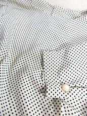 画像15: ドット柄 ホワイト ブラック リボン バックボタン 長袖 昭和レトロ 国産古着 ヴィンテージブラウス【6805】 (15)