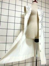 画像14: スペイン製 お花刺繍 カットワークデザイン ホワイト 白 前開き クラシカル レトロ ノースリーブ ヨーロッパ古着 ヴィンテージワンピース 【6028】 (14)