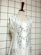 画像8: スペイン製 お花刺繍 カットワークデザイン ホワイト 白 前開き クラシカル レトロ ノースリーブ ヨーロッパ古着 ヴィンテージワンピース 【6028】 (8)