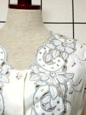 画像10: スペイン製 お花刺繍 カットワークデザイン ホワイト 白 前開き クラシカル レトロ ノースリーブ ヨーロッパ古着 ヴィンテージワンピース 【6028】 (10)