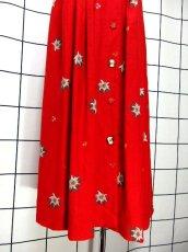 画像11: リネン 花柄 レッド ホワイト 前開き 花型ボタン 切り替えし ノースリーブ フォークロア ディアンドル チロルワンピース ドイツ民族衣装 舞台 演奏会 フォークダンス オクトーバーフェスト【6950】 (11)