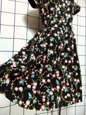 画像13: 花柄 ブラック 黒 袖あり ディアンドル チロルワンピース ドイツ民族衣装 舞台 演奏会 フォークダンス オクトーバーフェスト 【7021】 (13)