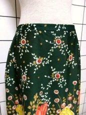 画像2: 花柄 ボタニカル柄 グリーン レトロ ヨーロッパ古着 ヴィンテージスカート【7045】 (2)