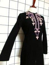 画像4: フォークロア 刺繍 ブラック 長袖 レトロ ヨーロッパ古着 ヴィンテージワンピース【7080】 (4)