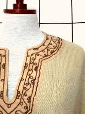 画像9: 刺繍 ベージュ フリンジ フォークロア レトロ ヨーロッパ古着 ヴィンテージポンチョ【2608】 (9)