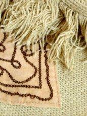 画像12: 刺繍 ベージュ フリンジ フォークロア レトロ ヨーロッパ古着 ヴィンテージポンチョ【2608】 (12)