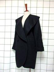 画像1: 大きな襟 ブラック 80〜90's レトロ 国産古着 ヴィンテージコート【7107】 (1)