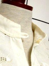 画像11: お花刺繍 オフホワイト パフスリーブ 長袖 ディアンドル チロルブラウス ドイツ民族衣装 舞台 演奏会 フォークダンス オクトーバーフェスト【Y7136】 (11)
