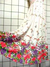 画像4: パーティースタイルにもおすすめ ホワイト 白 70's 花柄 ストライプ レトロ 長袖 ヨーロッパ古着 ヴィンテージドレス【7160】 (4)