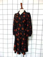 画像2: 花柄 70's ブラック 長袖 昭和レトロ 国産古着 レトロワンピース 【1977】 (2)