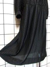 画像15: 80年代 ストライプ柄 ブラック レッド ウエストゴム 長袖 クラシカル USA古着 ヴィンテージワンピース 【6224】  (15)