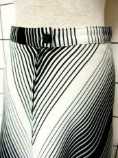 画像7: 斜めストライプ柄 ブラック 黒 ホワイト モノクロ レトロ ヨーロッパ古着 ヴィンテージスカート【7508】 (7)