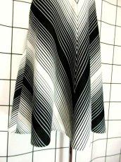 画像6: 斜めストライプ柄 ブラック 黒 ホワイト モノクロ レトロ ヨーロッパ古着 ヴィンテージスカート【7508】 (6)
