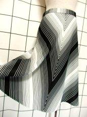 画像4: 斜めストライプ柄 ブラック 黒 ホワイト モノクロ レトロ ヨーロッパ古着 ヴィンテージスカート【7508】 (4)