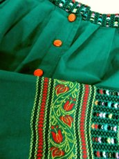 画像9: ハート刺繍 花刺繍 グリーン 前開き フォークロア調 レトロ ヨーロッパ古着 ヴィンテージスカート【7548】 (9)