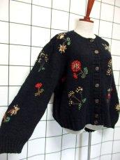 画像4: 花模様編み ブラック 黒 長袖 昭和レトロ 国産古着 ニットカーディガン【7618】 (4)