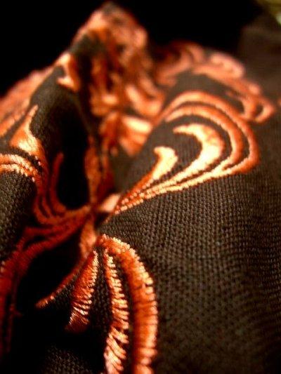画像2: 刺繍だけでも主役級の逸品 お花柄刺繍 ブラウン ディアンドル チロルワンピース ドイツ民族衣装 舞台 演奏会 フォークダンス オクトーバーフェスト 【1310】