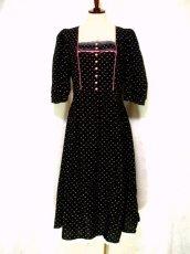 画像1: ピンク小花柄がとびっきり可愛い スカート裾アンティークレースも素敵 黒 ディアンドル チロルワンピース ドイツ民族衣装 舞台 演奏会 フォークダンス オクトーバーフェスト 【1309】 (1)