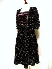 画像2: ピンク小花柄がとびっきり可愛い スカート裾アンティークレースも素敵 黒 ディアンドル チロルワンピース ドイツ民族衣装 舞台 演奏会 フォークダンス オクトーバーフェスト 【1309】 (2)