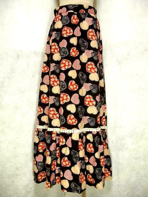 画像1: ☆ ヨーロッパ古着 アンティークレース装飾♪お花のハートやチェック柄のハートがいっぱい!!キュートなロングスカート ☆ (1)