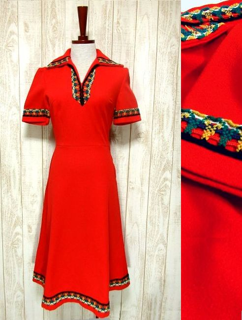 画像1: ヨーロッパ古着 カラフルかぎ針レース編み装飾がCUTE♪秋のレトロフォークロアstyle!!大きなレトロ襟・綺麗なシルエットライン!!60'sヴィンテージワンピース (1)