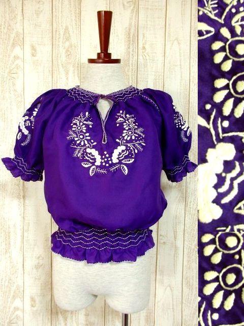 画像1: ぷっくり刺繍が可愛い めずらしいパープルカラー ヨーロッパ古着 大人フォークロアなヴィンテージスモックブラウス【4399】 (1)