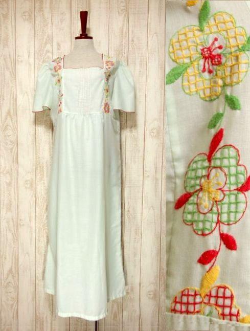 画像1: ヨーロッパ古着 ポップで可愛らしいお花刺繍装飾♪ レッドカラーのパイピングもPOINT!! ふんわり乙女ガーリーヴィンテージドレス (1)
