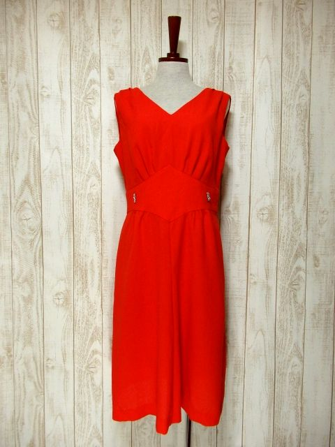 画像1: ヨーロッパ古着 ハッと目を引くレッドカラー×キラリと光るビジュー装飾がアクセント!! 大人ヨーロピアンヴィンテージドレス (1)