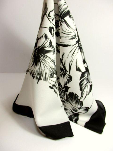 画像1: レトロアンティーク ヴィンテージスカーフ 花柄 モノクロ【5552】 (1)