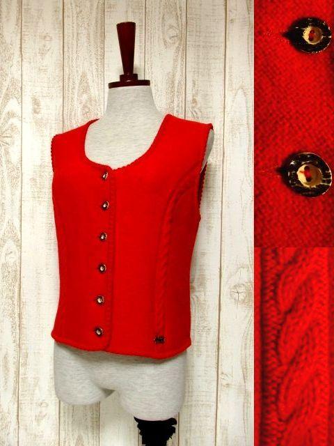 画像1: ☆ ヨーロッパ古着 モコモコ模様編み×ウッド調ボタンが可愛い♪ 重ね着としてコーディネートしやすいチロルニットベスト ☆ (1)