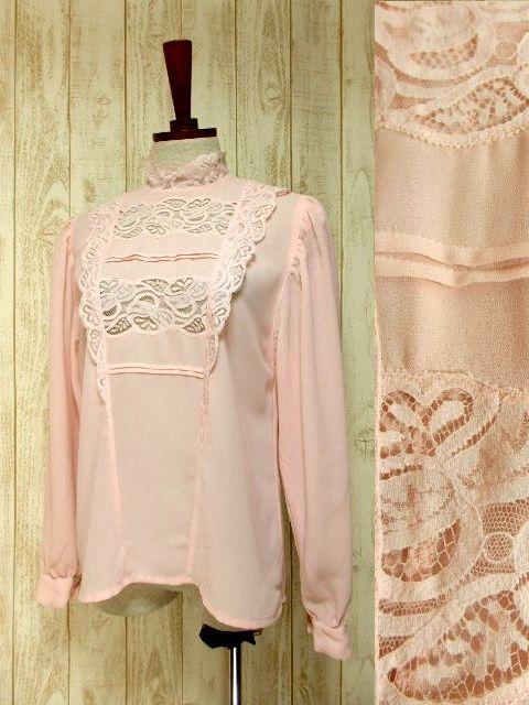 画像1: ヨーロッパ古着 上品で淡いPink Collar♪贅沢に使われた透け感のあるお花レース×レトロバックボタンデザイン!!レトロクラシカルなヴィンテージブラウス (1)